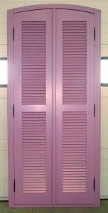 Porte de placard persienne avec 1 traverse intermédiaire
